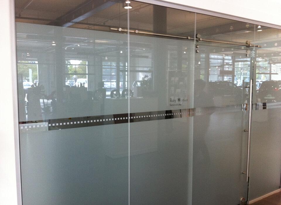 Ganzglasanlage matte Folie