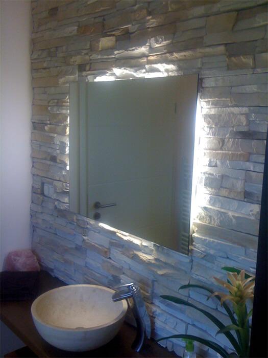 Rückseitig beleuchteter Spiegel