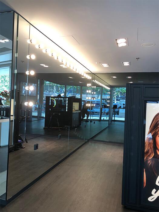 Spiegelflächen in Parsol grau belegt